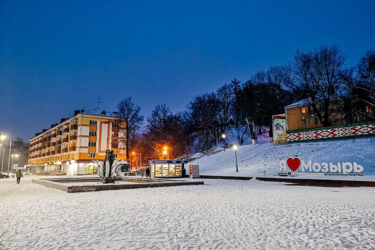 Зимний Мозырь фото вечернего города